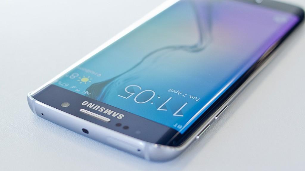 Galaxy S7 à 5 millions d'exmplaires et en 2 modèles. Sortie février 2016 MWC Barcelone